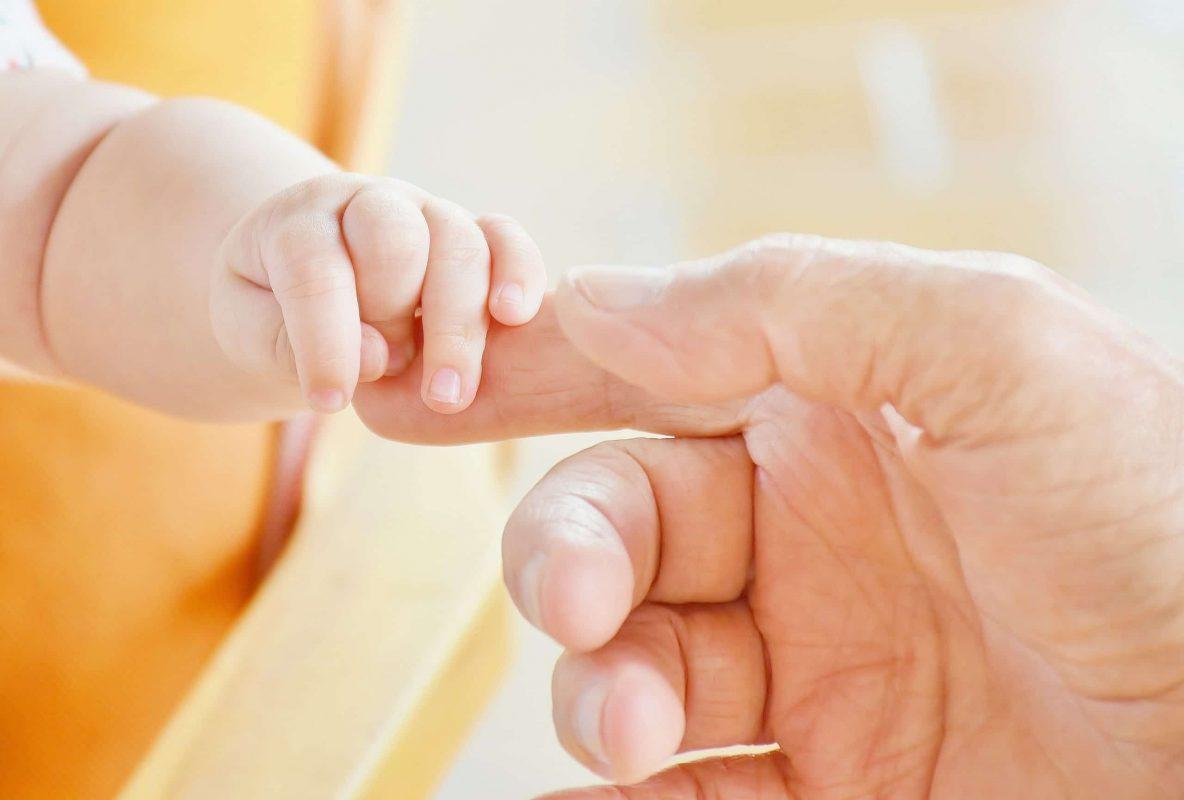 Le congé paternité s'allonge : tout ce qui change au 1er juillet 2021 !